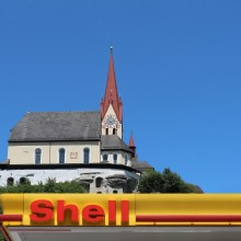 Shell Opens First Electric Charging Points