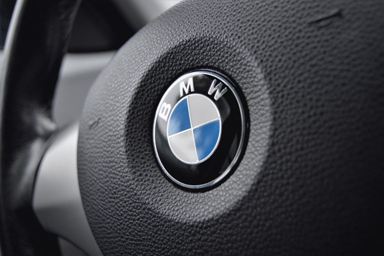 bmw badge on steering wheel